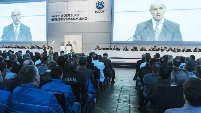 VW Betriebsversammlung Matthias Müller spricht VW Betriebsversammlung 2016