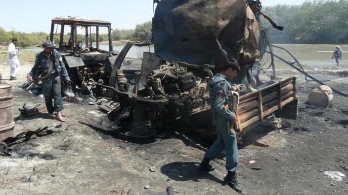Luftangriff in Kundus: Bombardierte Tanklastzüge