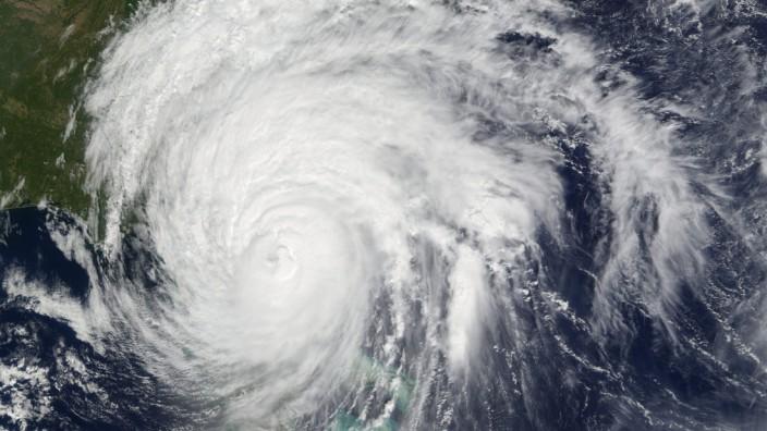 Hurricane Matthew heads to the East Coast of the USA