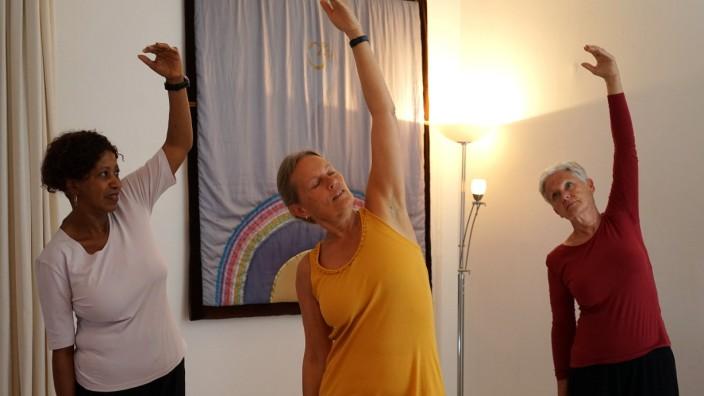 Ludwigsvorstadt: Gesund bleiben: Luna-Yoga ist eines der zahlreichen Kursabgebote.