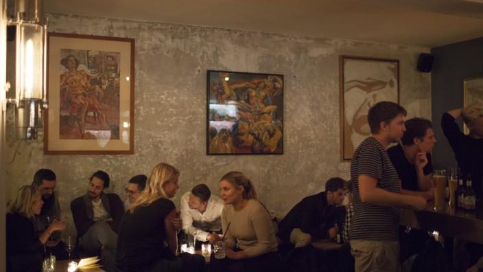 Bar Kneipe Frau Bartels Klenzestrasse 51 Glockenbachviertel München