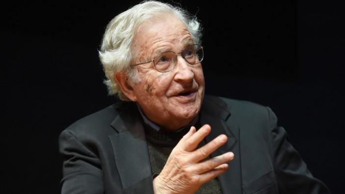 Vortrag von Noam Chomsky in Karlsruhe