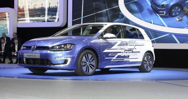 VW E-Golf auf dem Pariser Autosalon 2016.