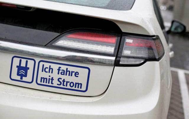 Aufkleber an einem Opel Ampera