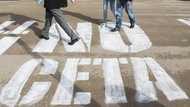 Protest gegen CETA in Br¸ssel October 17 2016 Brussels Bxl Belgium Words No CETA painted in f
