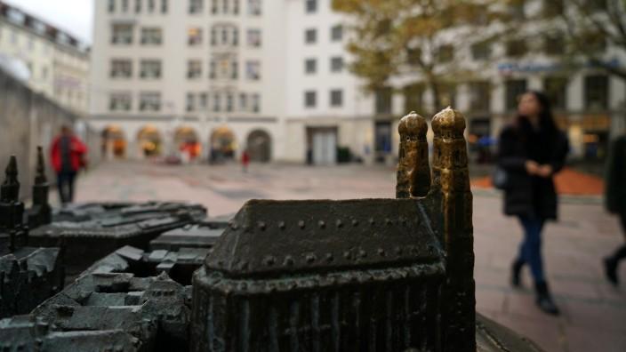 Innenstadt: Während die neue Fußgängerzone an der Sendlinger Straße vor allem zum Shoppen einlädt, soll der Bereich um den Dom herum bewusst entspannt bleiben.