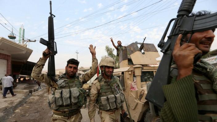 Kurdish peshmerga fighters celebrate after recapturing the Fadiliya village from Islamic state militants, in Nawaran, north of Mosul, Iraq