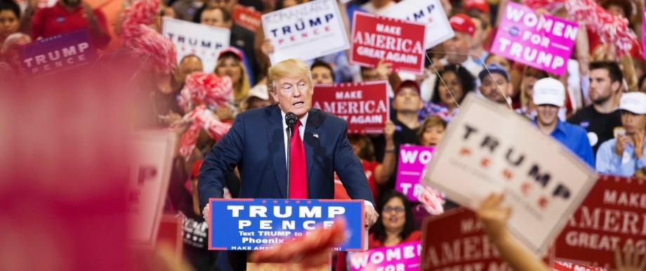 US-Wahlkampf: Donald Trump spricht auf einer Wahlkampfveranstaltung in Phoenix im US-Bundesstaat Arizona