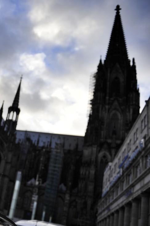 Gefängnisausbruch  Aachen - Hauptbahnhof Köln