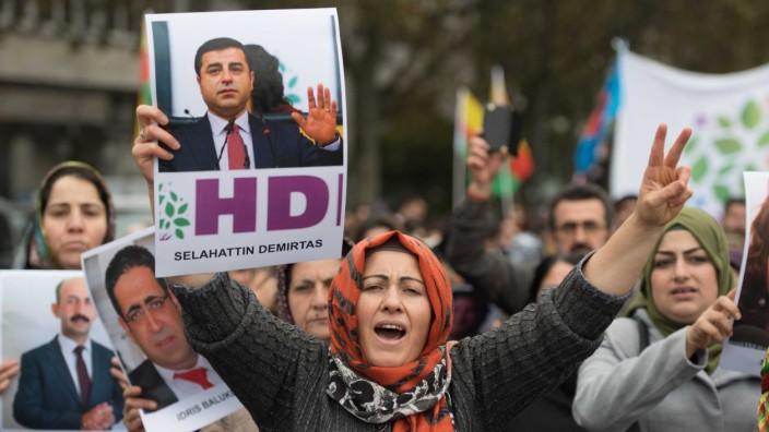 Kurden demonstrieren gegen türkische Politik