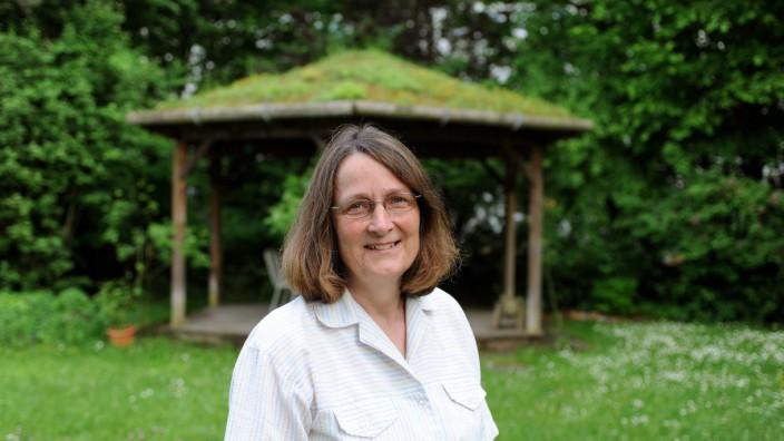 Interview: Friederike Mugele zeichnet Blumenschmuck aus.