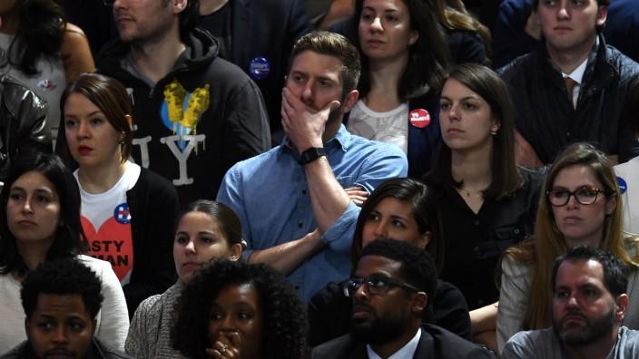 In der Wahlnacht: Viele finden zum Fürchten, was in dieser historischen Nacht in den USA passiert ist.