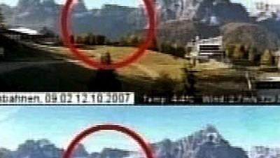 Steinlawine in den Dolomiten: Eine Webcam eines italienischen Fernsehsenders zeigt die Steinlawine, die vom Gipfel des Einserkogels ins Tal gestürzt ist.