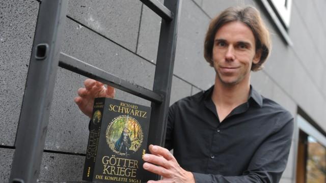 """Literatur: """"Fantasy-Fans lieben es, wenn das Cover den Helden möglichst konkret abbildet"""", sagt Carsten Polzin vom Piper-Verlag."""