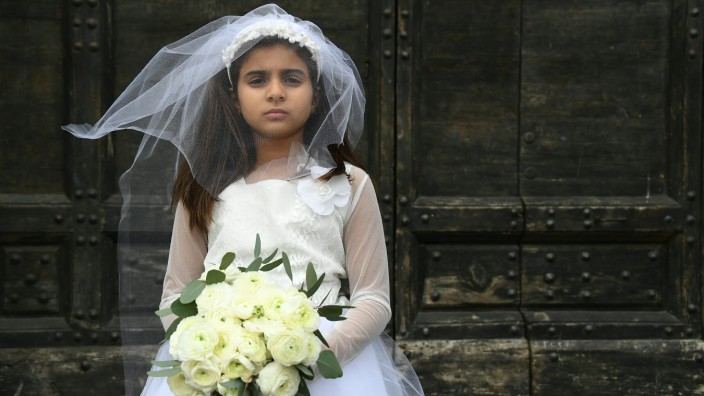 Kinderehen: Ein als Braut verkleidetes Mädchen bei einer Protestveranstaltung von Amnesty International 2016 (Archivbild).