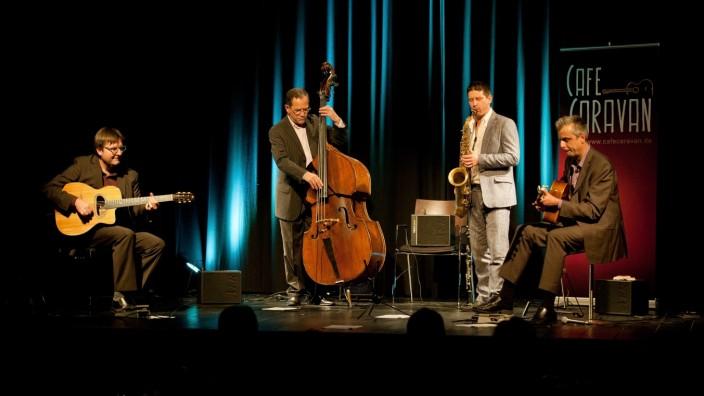 Ebersberg: Die vier Musiker stellen mit viel Gespür für Musik im Alten Kino ihr Können unter Beweis.