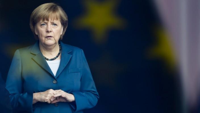 Kanzlerkandidatur: Über das Kanzleramt hat Angela Merkel mal gesagt: Sie wolle da bestimmt nicht rausgetragen werden. So weit dürfe es nicht kommen.