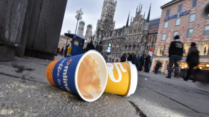 Coffee-to-go-Becherauf in München, 2016