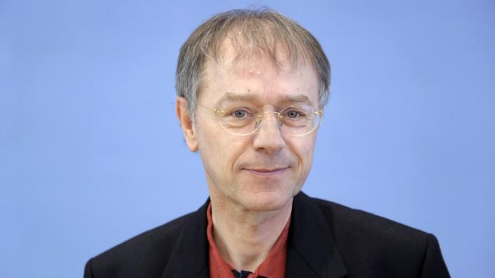 Prof Dr Christoph Butterwegge anlässlich einer Pressekonferenz zu dem Thema Grundsatzpapier für e