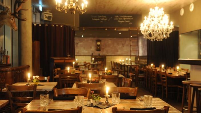 Neo-Brasserie Hoiz: Der Name verrät es schon: Im Hoiz dominiert das Holz - und gutes Essen.