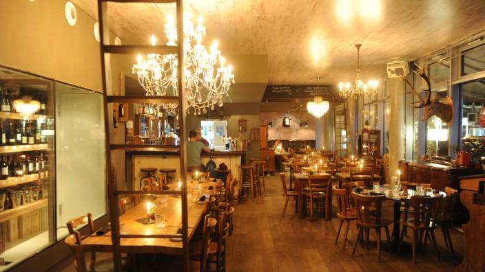 Restaurant Hoiz: Die Einrichtung wird dem Namen gerecht: Hoiz überall.