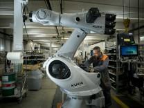 Roboterhersteller KUKA AG in Augsburg, 2016