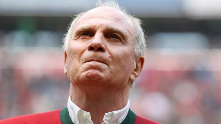 Zur Jahreshauptversammlung des FC Bayern München Rückkehr von Uli Hoeness als Präsident des FC Bayern München