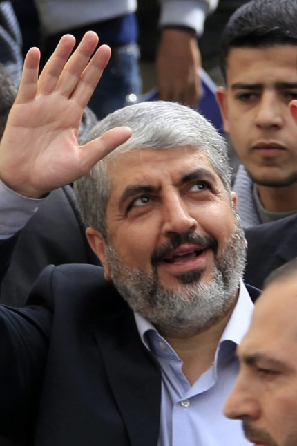 Khaled Meshaal (C) waves to Palestinian students