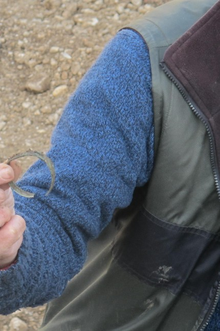 Gilching Ausgrabung Hockergrab Armreif