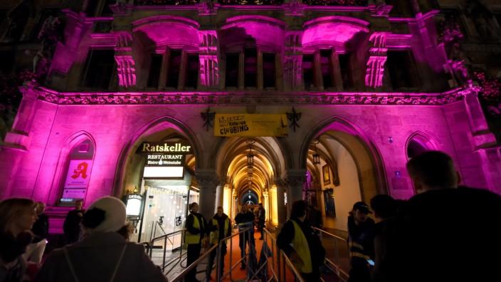 München: Bei dem Party-Abend im Rathaus für 18-Jährige wird es künftig vermutlich noch mehr Ansprechpersonen geben, die kritische Situationen erkennen können.