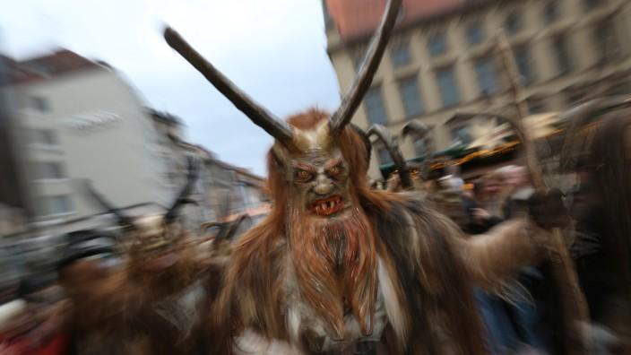 Krampuslauf über den Christkindlmarkt  in München, 2014