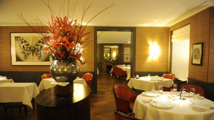 Spitzengastronomie: Das Restaurant Dallmayr wird nach dem Abgang von Chefkoch Diethard Urbansky für ein Jahr aus der Wertung genommen.