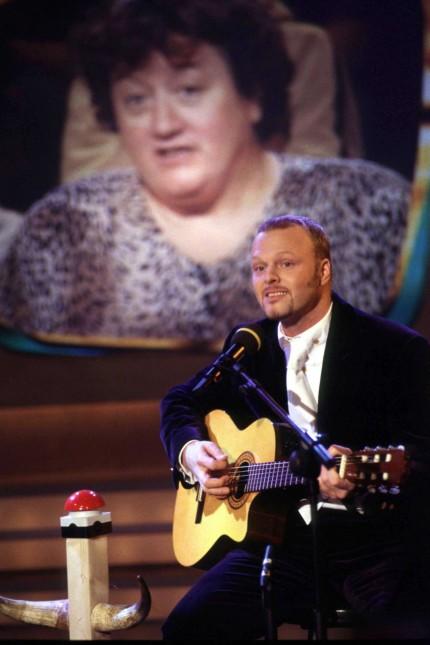 Stefan Raab singt Lied 'Maschendrahtzaun'