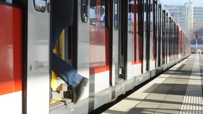 Neue Zentralöffnung der Türen bei der Münchner S-Bahn, 2016
