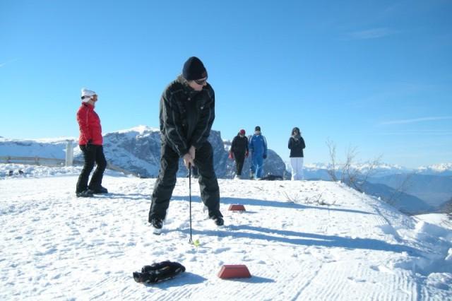 Wintergolfen auf der Seiser Alm in Südtirol