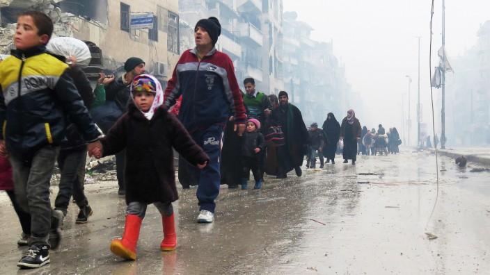Syrien: Bewohner von Ost-Aleppo auf der Flucht.