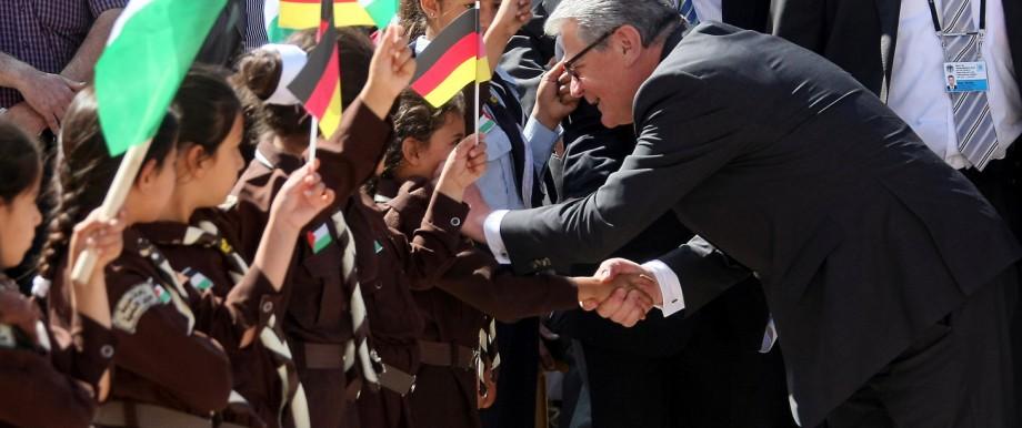 Schule: 2012 besucht Joachim Gauck zur Einweihung eine deutsche Schule im Westjordanland