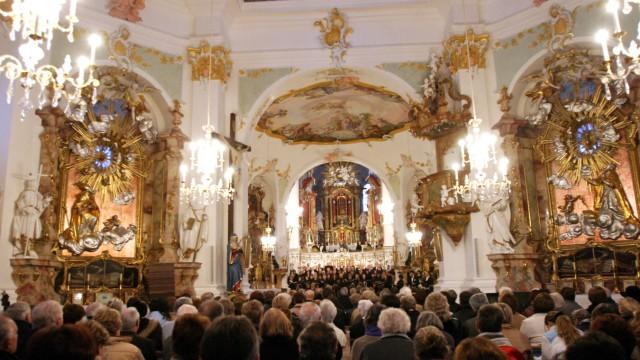 In der Weihnachtszeit: Voll sind in diesen Tagen die Kirchen - wie hier in Sankt Jakob in Dachau.