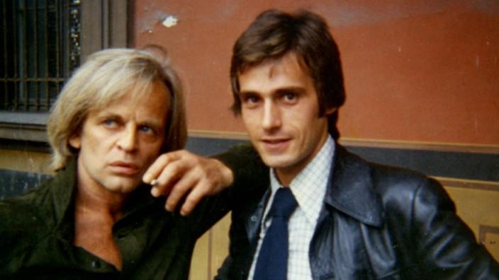 Klaus Kinski, der sich locker an Wolfgang Maier anlehnt.