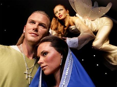 Wachsfiguren von David Beckham, Victoria Beckham und Kylie Minogue bei Madame Tussaud's in London