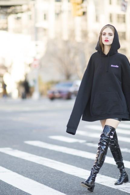 Overknee stiefel anziehen