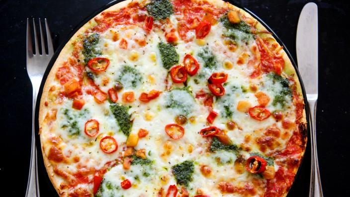 Ernährung - Eine Tiefkühlpizza