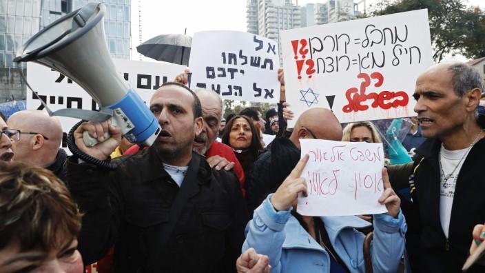 Urteil in Israel: Auf Tel Avivs Straßen zeigt sich Protest gegen das gefällte Urteil.