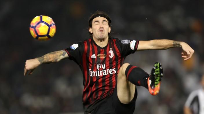 Fußball in Italien: Auch in tragischer Pose: Gabriel Paletta vom AC Mailand.
