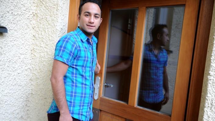 Flüchtling in München: Noch lebt Omid Rezai in einer Einrichtung für jugendliche Flüchtlinge. Doch im Oktober wird er 21, dann braucht er eine eigene Wohnung.