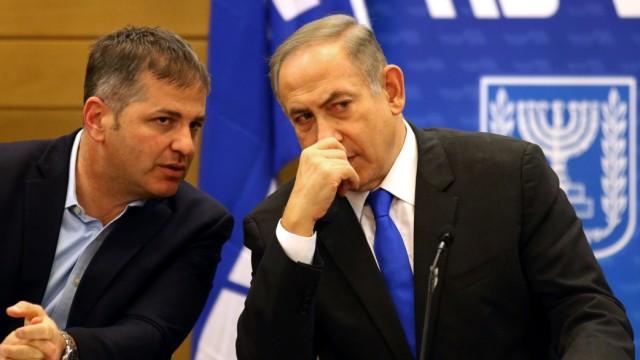 Israel: Ein weiterer Verdacht bringt Netanjahu (r.) in die Defensive.