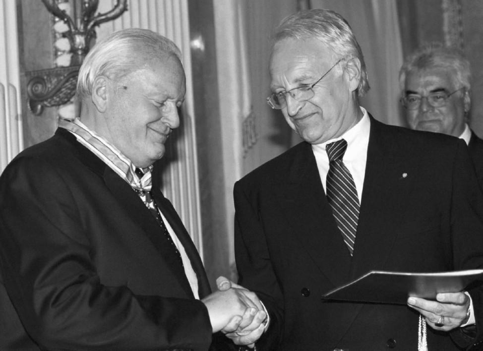 Stoiber verleiht Herzog den Bayerischen Verdienstorden
