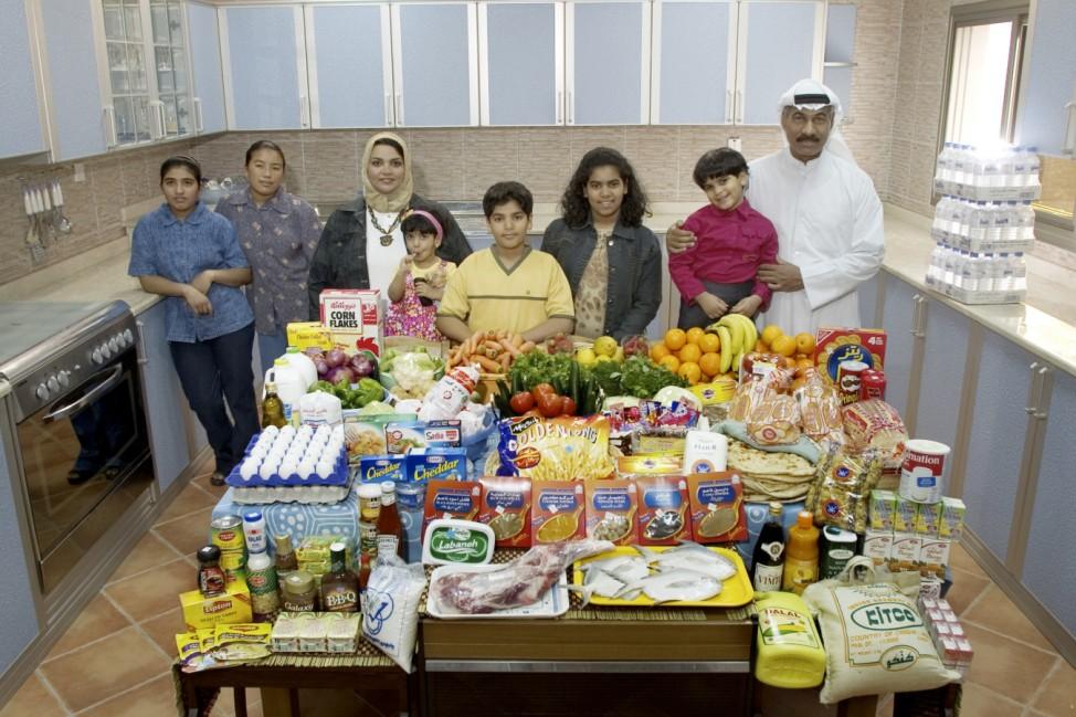 Hungry Planet, Kuwait, Buch: 'So isst der Mensch'