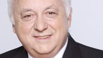 Spendenaffäre: Der Regensburger SPD-Fraktionschef Norbert Hartl tritt wegen der Korruptionsaffäre zurück - ist sich aber keiner Schuld bewusst.