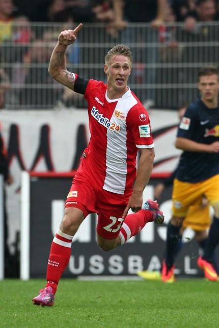 Sebastian Polter 1 0 2 1 Freude Emotion jubelnd Jubel nach 1 0 Fußball Fussball zweite 2